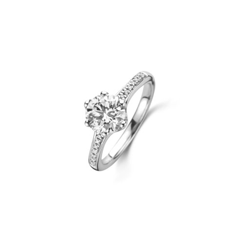Brilliant cut solitaire ring with side diamonds
