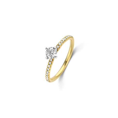 Brilliant cut solitaire twist ring with side diamonds